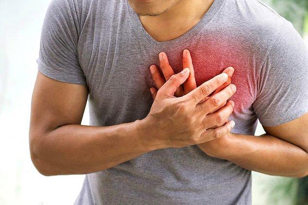 Şeker hastalığı, sinsi özelliği ile duyu ve ağrı sinirlerindeki iletiyi körelterek kalp krizinin ağrısız gerçekleşmesine yol açabilir.