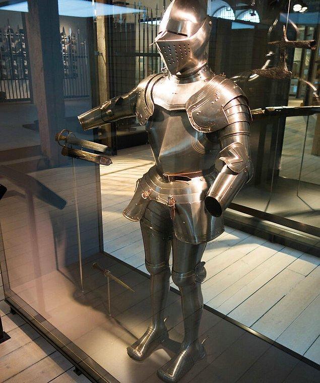 10. Zırh giyerek İngiliz Parlamentosu'na girmek yasak.