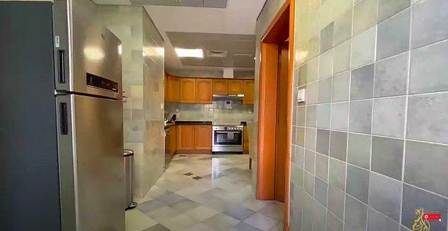 Giriş yaptığınızda sizi büyük ve açık bir mutfak karşılıyor.