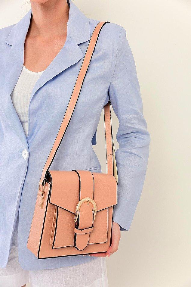 18. Pudra rengi de çantalara çok yakışıyor.