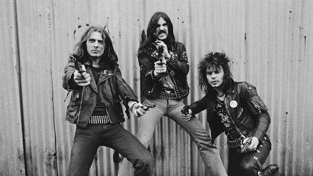 Ancak ilk zamanlarında 'heavy metal' tanımı çok daha geniş anlamlara geliyordu.