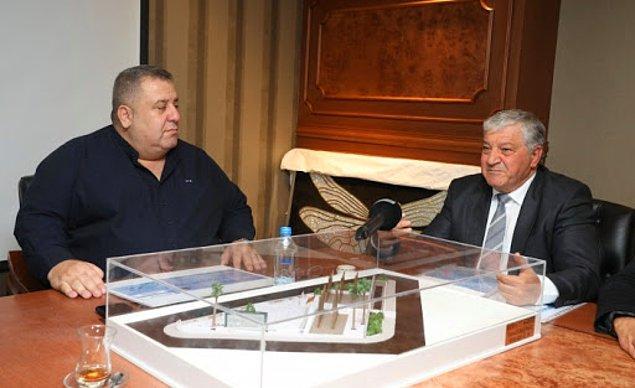 Peki bu Halil Falyalı kim? Öncelikle şunu söylemekte yarar var. Falyalı, Kıbrıs'ta çok tartışmalı isimlerden biri.  20 yıl önce kumarhane güvenliği olarak işe başlayan zengin bir iş insanı fakat karanlık işlerin de merkezi konumunda.
