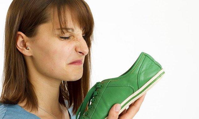 3. Ayakkabınız koku yapıyorsa nefes alabilen ayakkabılara yönelin.
