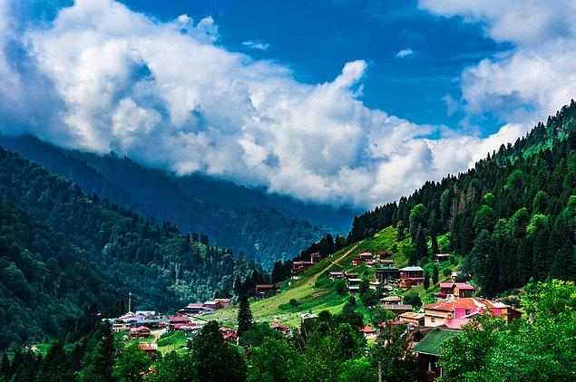 3. Kaçkar dağlarının tertemiz havasını solumak için en güzel adres Ayder Yaylası.