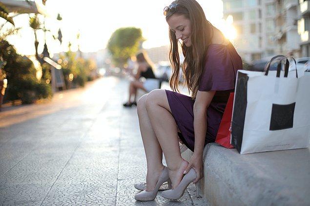 3. Kombinlerinizi topuklu ayakkabı ile tamamlayın.