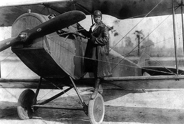 13. Bessie Coleman, Amerika Birleşik Devletleri'nde pilot lisansı kazanan ilk Siyahi kadın ve ilk Kızılderili kadındır ancak lisansını ABD'de kazanmamıştır.