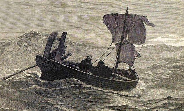 En yakın karadan 1127 km uzakta olan mürettebat, kurtuluş çaresi olarak bir ticaret gemisi tarafından bulunmayı beklemeye karar verir.