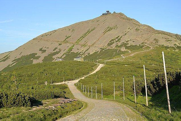6. Snezka Dağı ülkede en yüksek rakıma sahip yerdir.