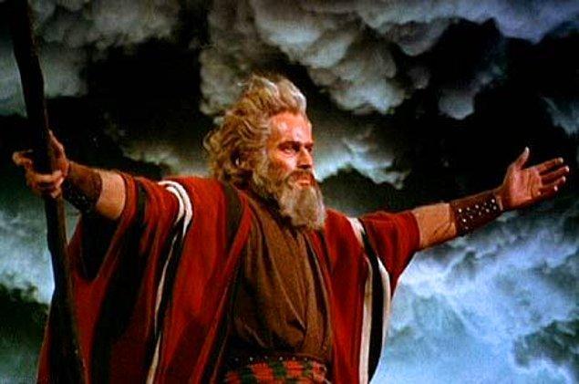 Bundan 3.500 yıl evvel, Hz. Musa, Firavun'a karşı bir savaş içerisindedir. Maksadı, halkını zulümden kurtarmaktır.