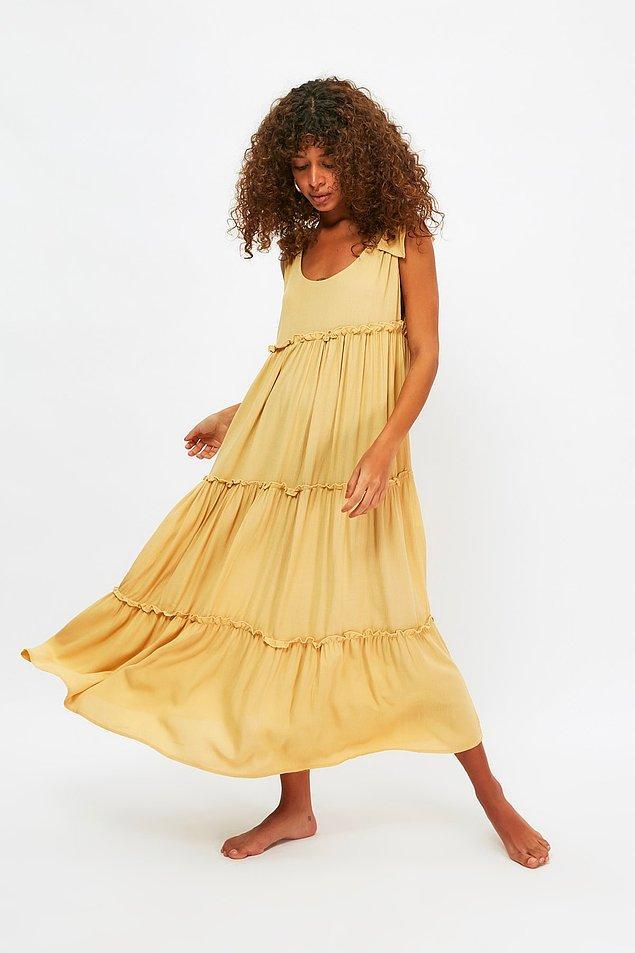 9. Bağlama detaylı elbise, tercihini rahatlıktan yana kullananlar için.