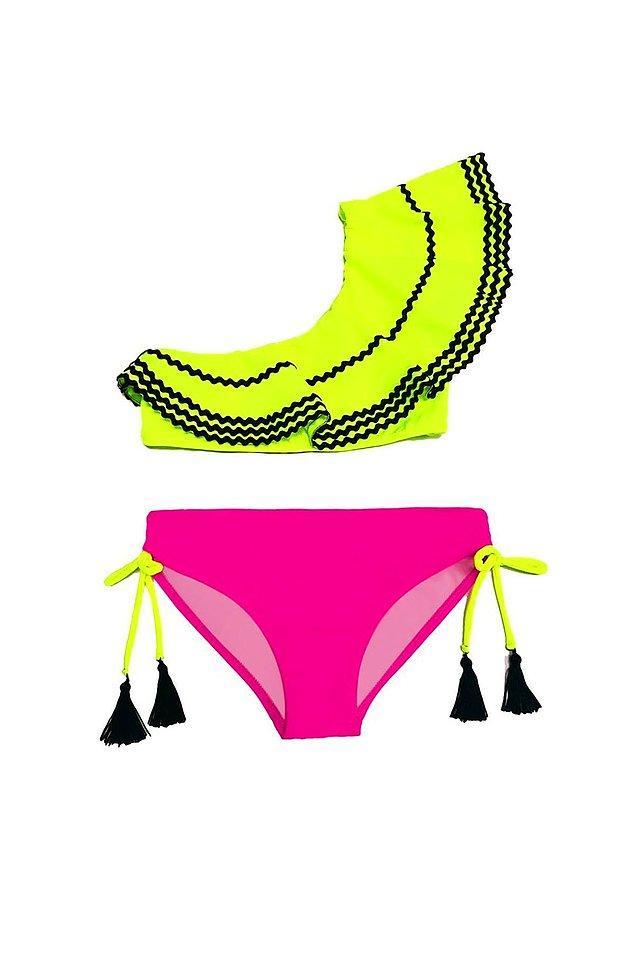 7. Şu bikininin tatlılığına ve renklerinin güzelliğine bakar mısınız?