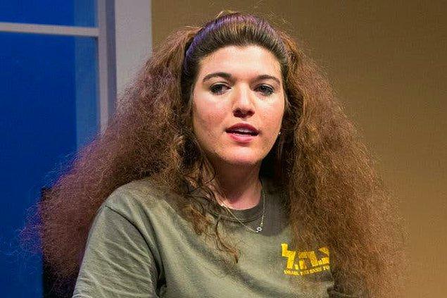 3. O güzel kıvır kıvır saçlarınızı bu hale getirmeyin