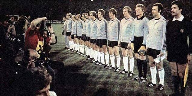 1976 Finali, Batı Almanya 2-2 Çekoslovakya (Penaltılar 3-5)