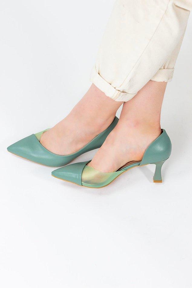1. Tıkır tıkır seslerin ve havalı yürüyüşlerin mimarı topuklu ayakkabılar.