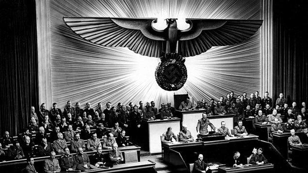 8. Triumph des Willens (1935)