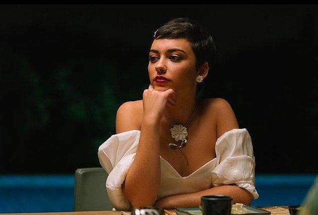 Diaz 2009 yılından beri oyunculuk yapıyormuş. Hatta ilk rolü İspanyol yapımı bir dizi olan El Internado'da Lucia adlı bir karaktermiş.