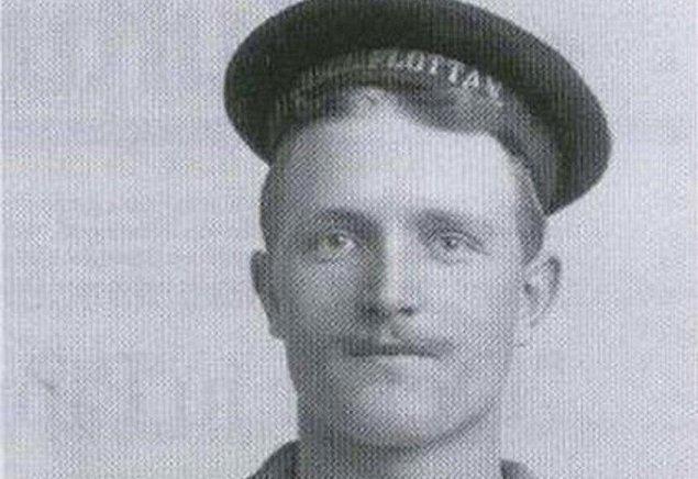 Carl Emil Pettersson adlı bu adam, 17 yaşından beri yol gemilerinde çalışan bir denizciydi.