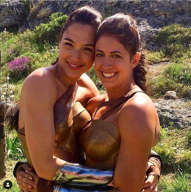3. 2 güçlü kadın süper kahraman: Gal Gadot ve Caitlin Dechelle