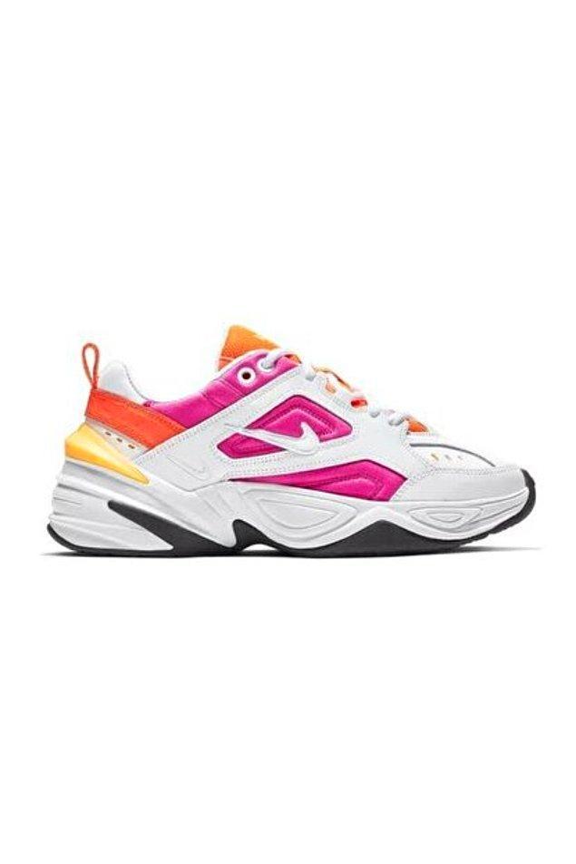 5. Renkli olmayı sevenler koşun! Rengarenk spor ayakkabılarıyla bu bayramın gözdesi siz olacaksınız. 🤩