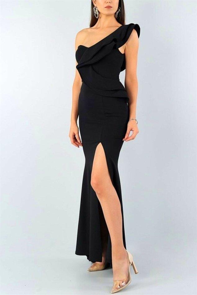 19. Siyah yırtmaçlı elbiseler çok seksi değil mi?