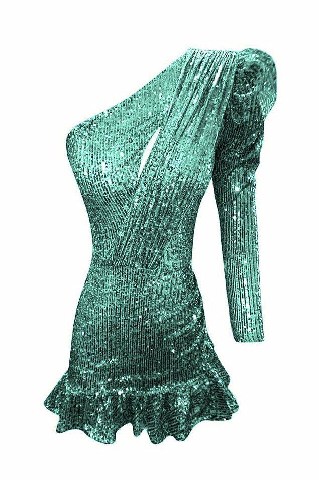 13. Abartı demişken... Yeşilinin tonu da, elbisenin tarzı da olay.