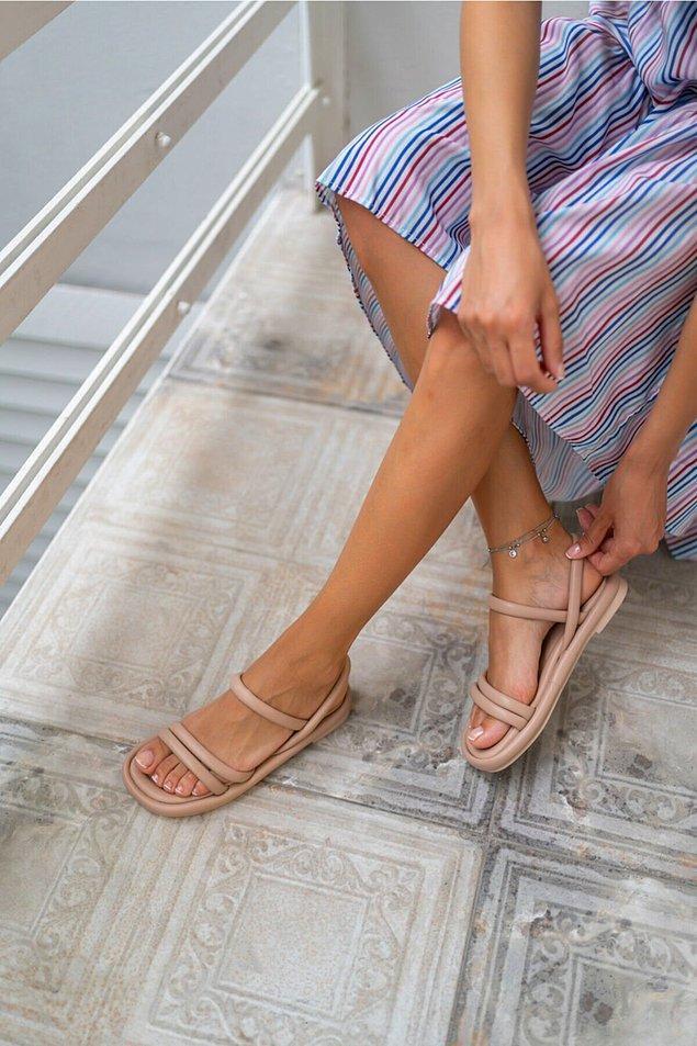 14. Nude tonlarında sandalet;