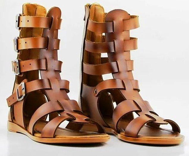 3. Gladyatör sandaletler en çok tercih edilenlerden biri!