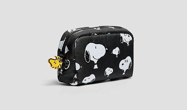 1. Makyaj malzemeleriniz için bir makyaj çantası şart.
