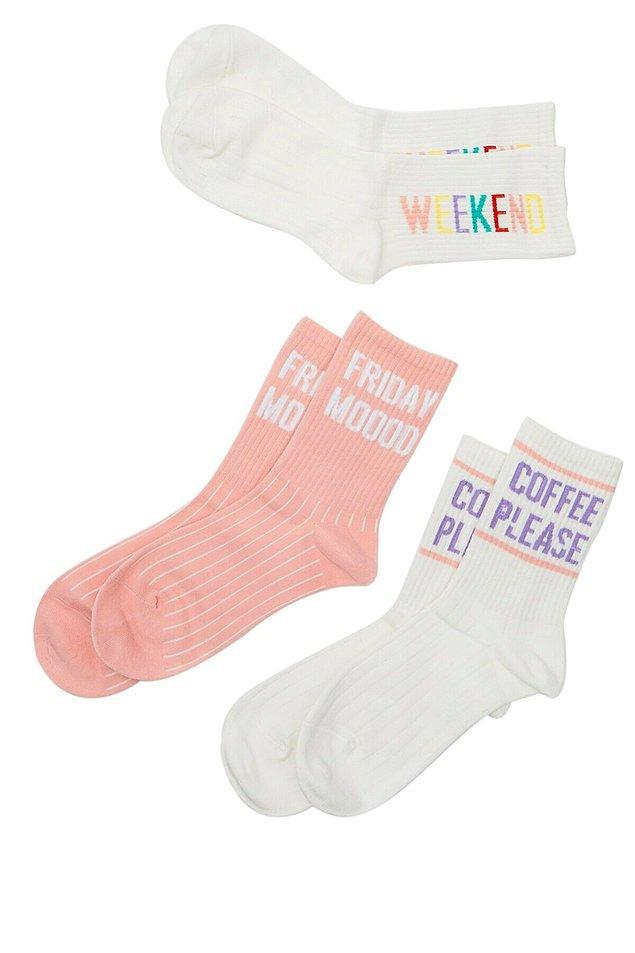 11. Günümüz modası ile çoraplar da şıklığımızın ve tarzımızın bir parçası oldu.