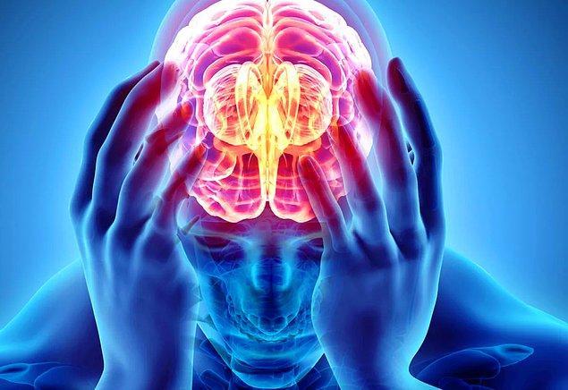 Bu sendrom, hastaların büyüklük, mesafe ve zaman algısını bozabilecek migrenlerle tanımlanıyor.