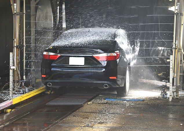 7. Aracınızı yukarıdan aşağıya doğru yıkayın.