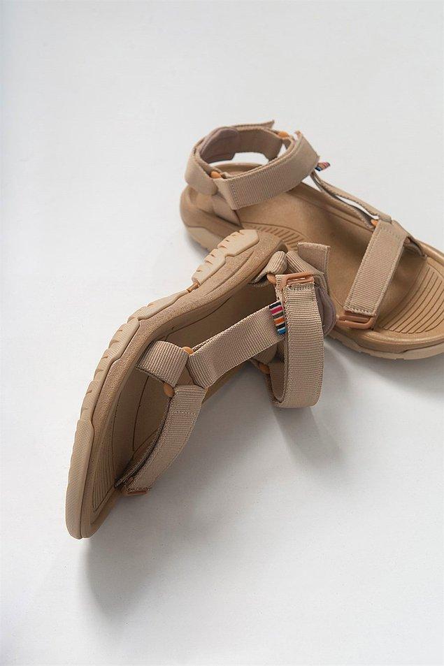 1. Tüm yaz ayağınızdan çıkarmak istemeyeceğiniz kadın sandaletleri için; 👇