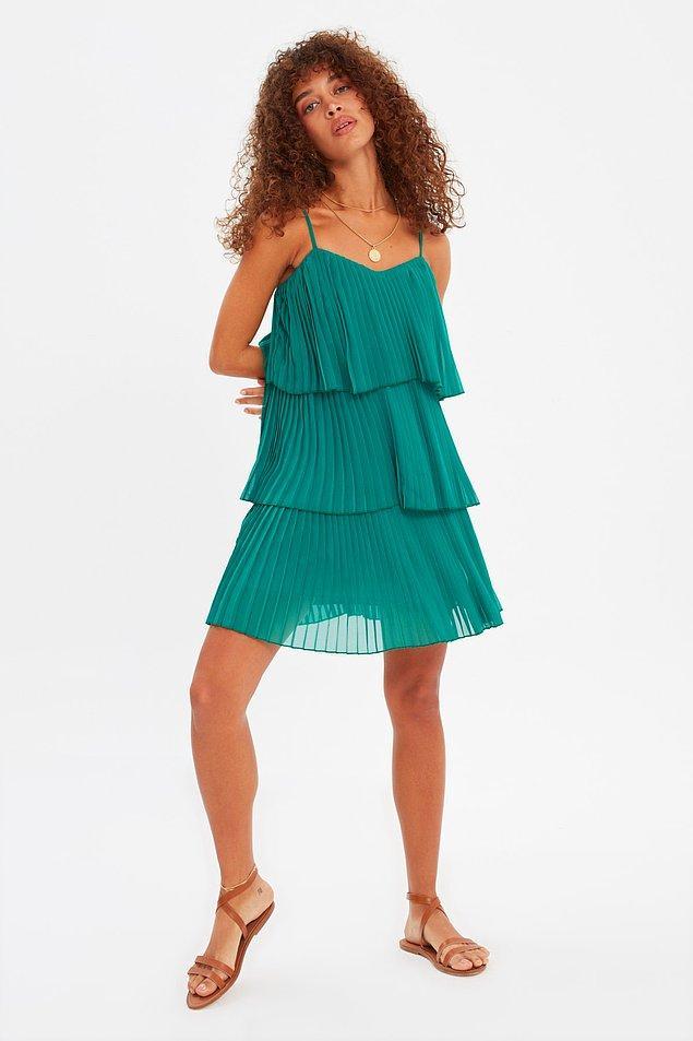4. Bacaklarınız incecik ama göbeğiniz mi var? Çoğu kadının yaşadığı bir durum merak etmeyin. Üst kısmı bol mini elbiseler size inanılmaz yakışacaktır.