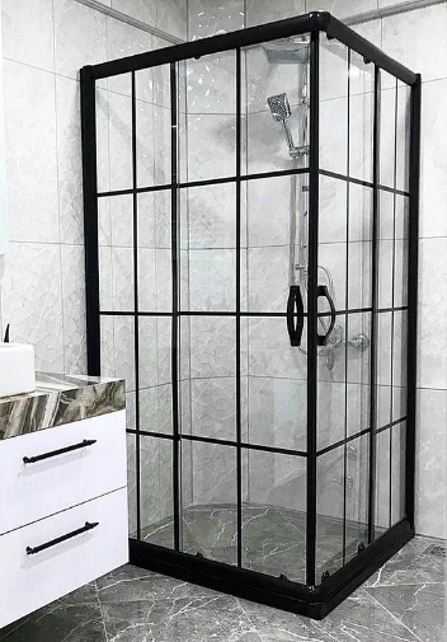 8. Duş kabini camı ya da duş perdeleri farklı bir boyut oluşturuyor.