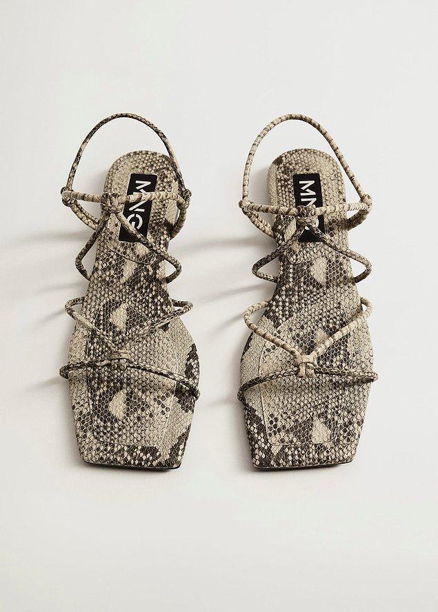 Şık bir görünüm için Mango markasına ait sandaletlere göz atabilirsiniz.