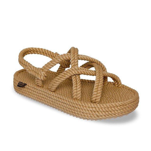Yaz aylarında kullanabileceğiniz en rahat sandalet modeli tabii ki Nomadic Republic ipli sandaletler...