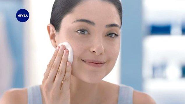1. İlk olarak cildi makyaja hazırlamalısınız.