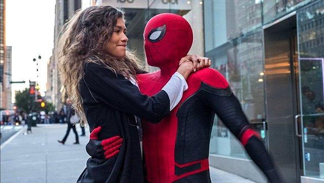 14. Tom Holland ve Zendaya aşkının Marvel tarafından 'sinematik evreni etkilemesinden endişe duyulduğu' için hoş karşılanmadığı iddia edildi.