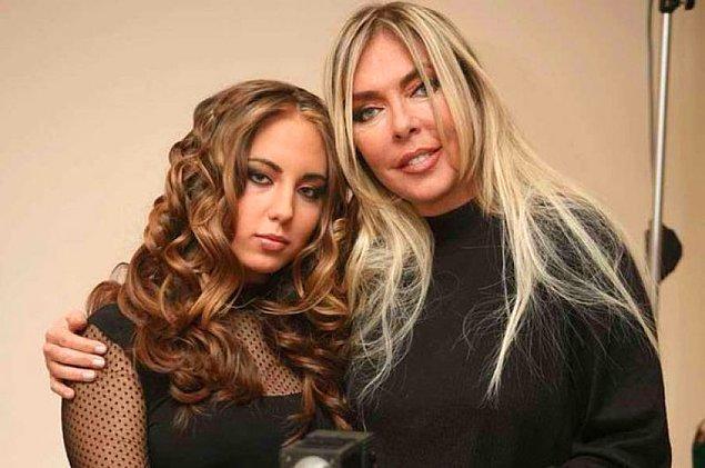 Ahu hanımın bildiğiniz üzere bir de Anjelik adında kızı var. Kendisi kızıyla beraber Miami'de yaşıyor.