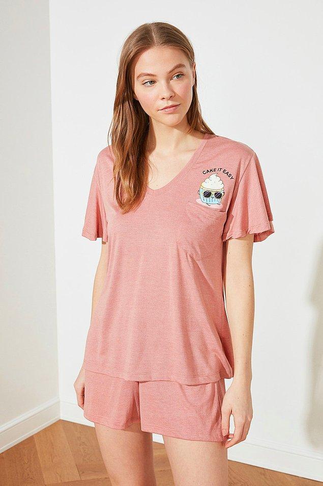 8. Pembişin her tonuna aşık olanlar için bu pijamayı seçtim.
