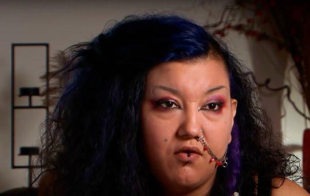 Dövmeci olan 29 yaşındaki Michelle adlı kadın tam 10 yıldır kan içmeye bağımlı.