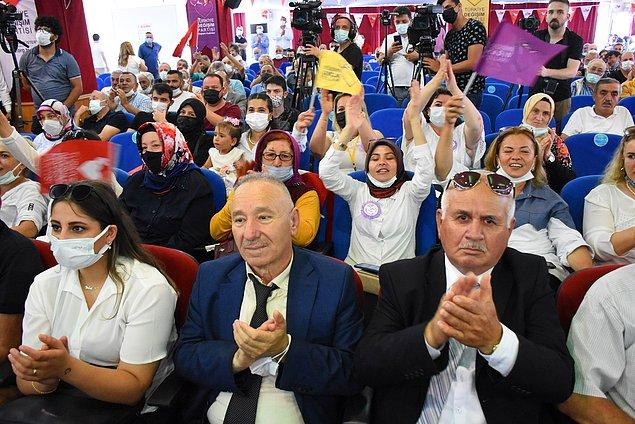 Ordu-Giresun Havalimanı'nda karayoluyla kongrenin düzenlendiği otele geçen Mustafa Sarıgül, burada partiler tarafından karşılandı.