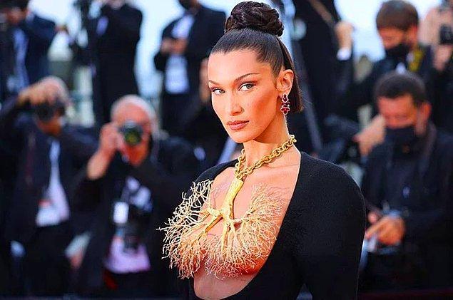 6. Bella Hadid, Cannes Film Festivali'nde giydiği kostümle ortalığı alev alev yaktı.