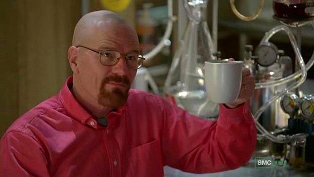 21. Sade kahve içmekten hoşlanıyorsunuz ancak ara sıra acı kahve tadı canınızı sıkıyorsa bir tutam tuz atın.