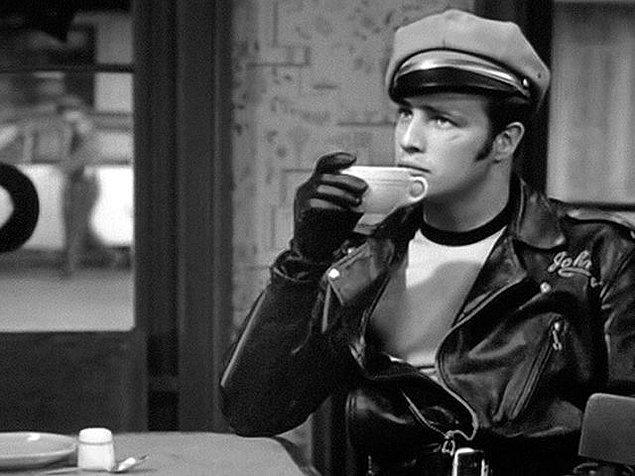 """23. """"Kurşun geçirmez kahve"""" olarak adlandırılan hindistan cevizi yağı eklenmiş bir fincan kahveyi güne başlamak için tercih edin."""