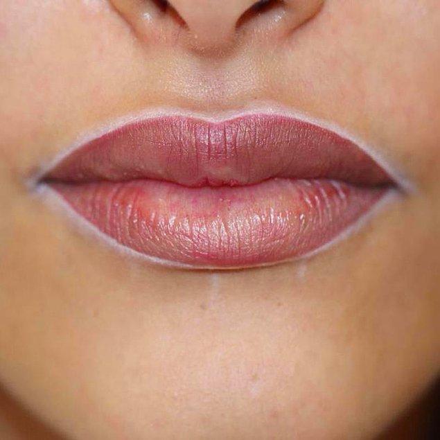 4. Dudak çevrenizi beyaz dudak kalemi ile çerçeveleyin.