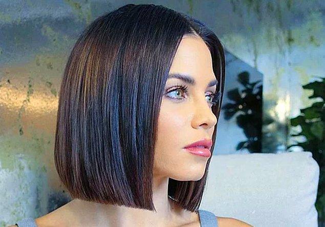 12. Kısa saçlarınız varsa dümdüz saçlarla tüm gözleri üzerinizde toplayın.