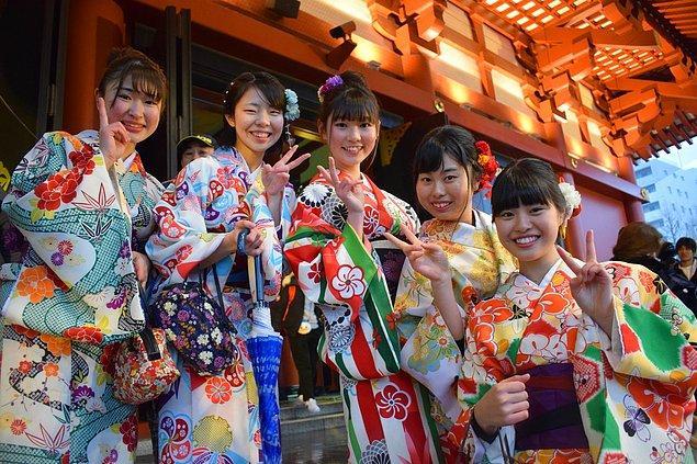 """10. """"Tüm dünya Japon halkının çok kibar olduğunu düşünüyor. Eğer burada yaşarsanız durumun hiç de öyle olmadığını anlayacaksınız..."""""""