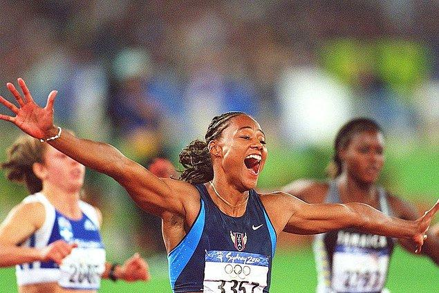 2000: Amerikalı yarışmacı Marion Jones steroid kullandığını kabul etti.