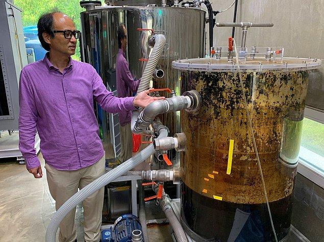 Jae-weon BeeVi'yi şöyle anlatıyor: Tuvaletten gönderilen dışkılar yer altında depolanıyor ve daha sonra çürütme tankına geliyor. Bu tankta metan gazı üretiliyor ve kalan dışkılardan da gübre yapılıyor.